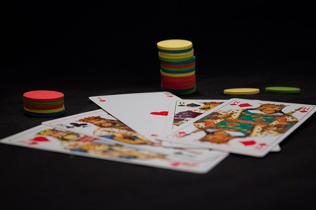 Comparison Between The Two Types Of Casino On The Basis Of Features